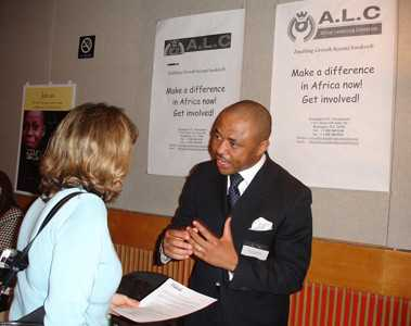 ALC, représenté par C. Ngueda, lors d'une opération de promotion