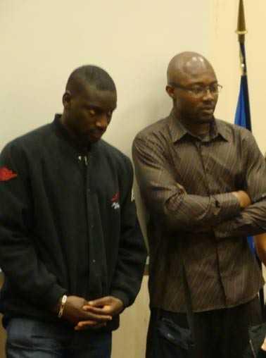 Ladji Doucouré est venu soutenir son ami Enoch Effah lors de la présentation de sa ceinture à la mairie du 13e arrondissement de Paris