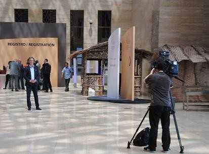 Equipe d'Euronews au Palais des Congrès de Sipopo